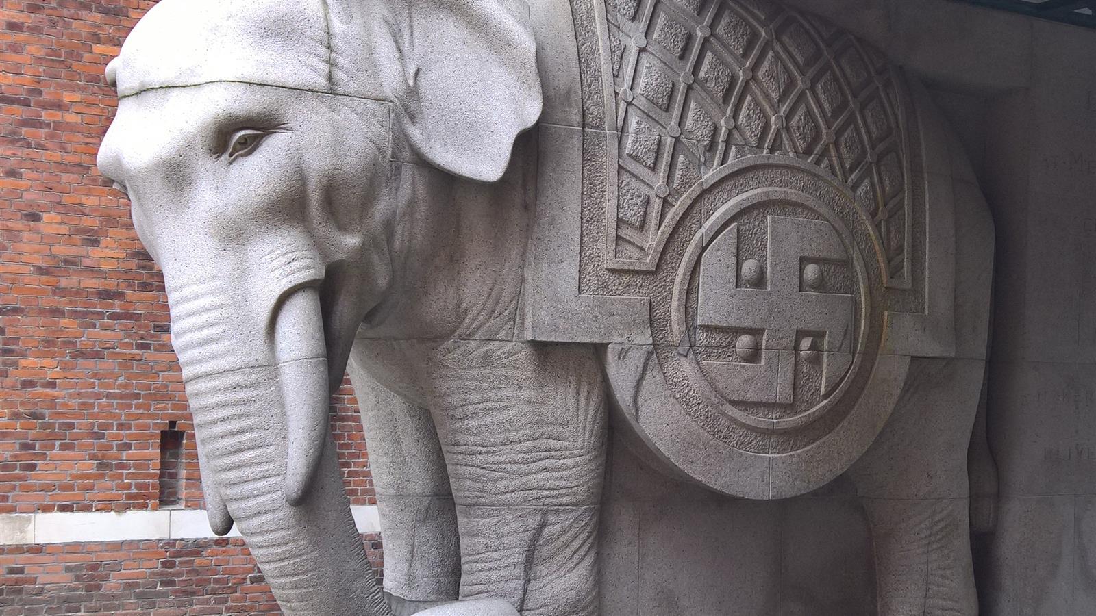 Svastika på Carlsberg elefanten